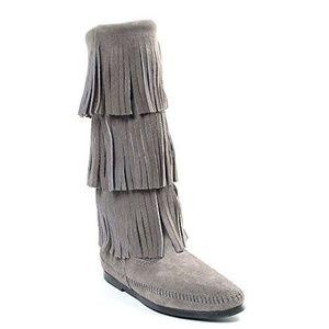NWOT~Minnetonka Mid Calf 3 Layer Fringe Boots